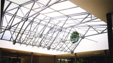 Интериорна архитектурна метална конструкция
