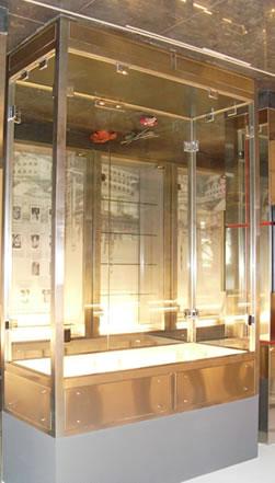 Витрина от неръждаема стомана и стъкло