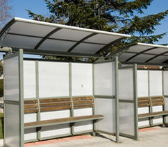 Автобусна спирка от стома и поликарбонат